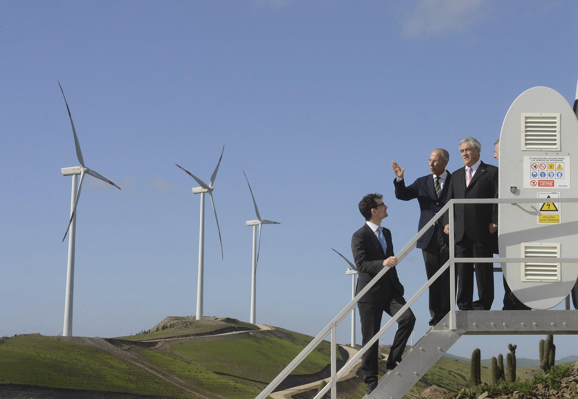 L'inaugurazione dell'impianto eolico di Talinay (90 MW), in grado di generare oltre 200 GWh all'anno, alla presenza del Presidente della Repubblica cileno Sebastián Piñera, e dell'ad di Enel Green Power, Francesco Starace, nel giugno 2013.