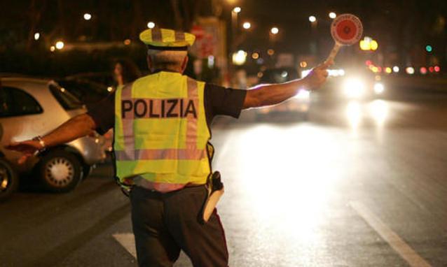 Un-agente-della-Polizia-stradale_h_partb