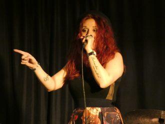 Nicole Riso riporta la musica tradizionale romana nelle piazze e ritrova Gabriella Ferri