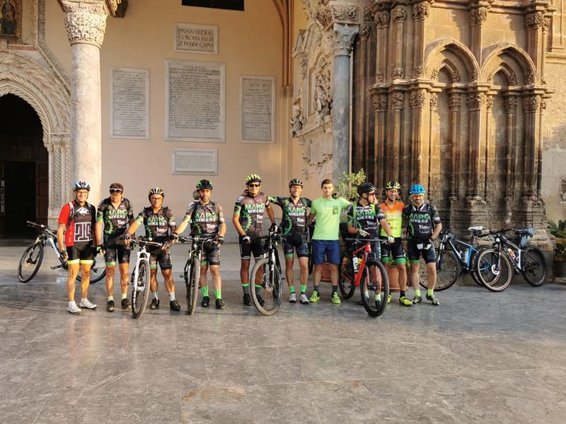 Da-Palermo-a-Messina-in-mountain-bike-atleti-al-traguardo-copertina
