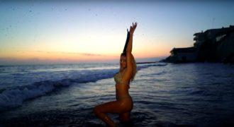 Valeria Marini backstage video-4